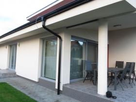 Plastové dvere na nízkoenergetický dom