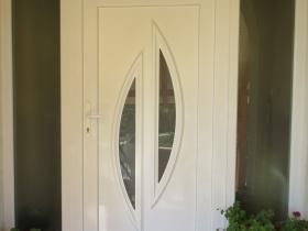 Klasické plastové dvere