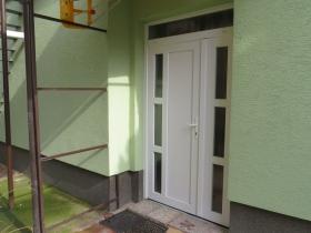 Biele plastové dvere