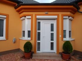 Rodinný dom s rohovými plastovými oknami